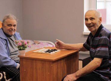 постояльцы в доме для престарелых